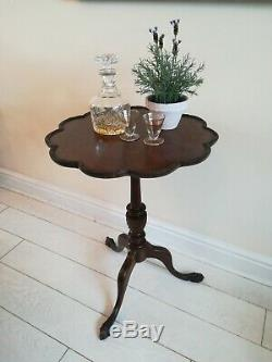 Antique Chippendale Style Carved Tripod Ball And Claw Pie Crust Tilt Top Table