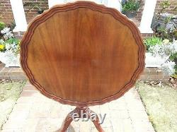 Craftique Pie-Crust Tilt-top Table. Beautiful and in Excellent Condition