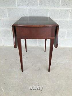 Thomasville Banded Mahogany Collection Pembroke Drop Leaf Accent Table