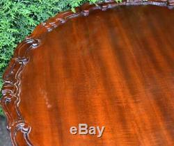Années 1940 Anglais Chippendale Mahogany Pie Crust Tilt Table / Table D'appoint / Table D'extrémité