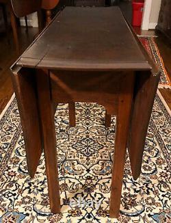 Antique 18ème Siècle Chippendale Walnut Drop Leaf Table De Livraison Disponible