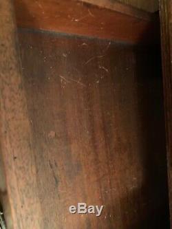 Antique 20e Siècle Chicago Public Library Style Chippendale Table (bureau)
