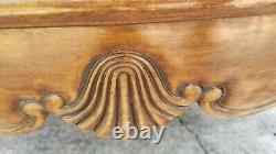 Baker Co. Chippendale Style Walnut Ball & Claw 42 X 30 Oval Top Table Basse