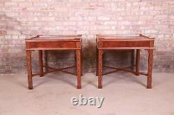 Baker Meubles Chinois Chippendale Sculptées Tables De Chevet Acajou Ou Tables De Fin