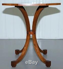 Belle Époque Victorienne Ronce De Noyer Octogonal Side Table Sur Quatre Swept Jambes Vers Le Bas