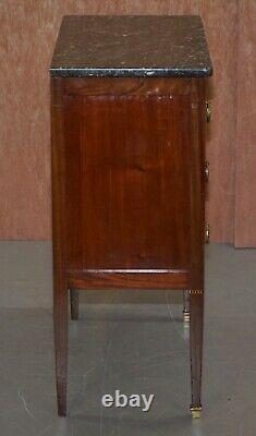 Belle Néoclassique Marbre Cubain En Acajou Surmonté De Tables Latérales Coffre De Tiroirs