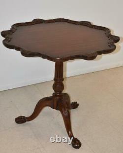 Chippendale Ahogany Pie Crust Tilt Top Table Pieds De Boule Et De Griffe