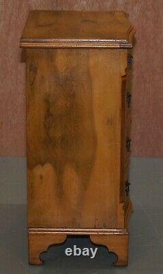 Coffre Superbe De Noix De Bavure Des Tiroirs Ou Belle Table De Chevet De Vin D'extrémité De Lampe