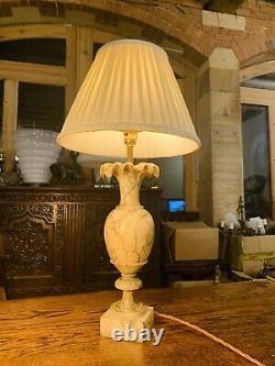 Français Antique Carved Solid Marble Table Lamp, Renaissance Classique, Début Du Xxe Siècle