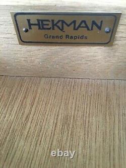Heckman Meubles Queen Anne Style Porringer Top Parquet End Tables Une Paire