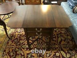 Henkel Harris Black Cherry Tables, Paire
