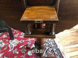Henkel Harris Fine Reproduction Authentique Tilt Top Table