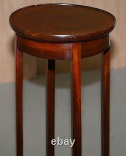 La Table Latérale D'acajou Vintage Peut Être Employée Comme Jardiniere De Plante Ou Pour Des Sculptures