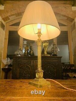 Lampe Antique De Table De Colonne De Nelsons En Laiton Corinthien Avec Des Couronnes