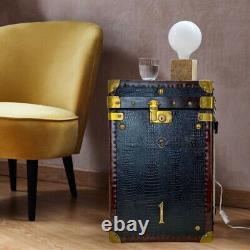 Paire Antique Vintage De Tronc En Cuir. Table D'côté. Table De Lampe. Bagages