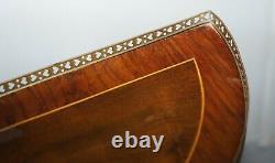 Paire De Circa 1900 Français Burr Walnut Brass Gallery Rail Demi Lune Side Tables