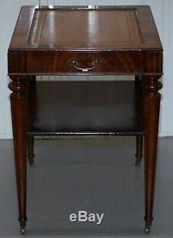 Paire De Entièrement Restauré Vintage Acajou Flammé En Cuir Brun Tables D'appoint Lampe