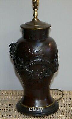 Paire De Lampes De Table En Bronze D'exportation Chinoises De Cru Avec Des Dragons Et Le Décor Floral
