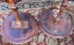 Paire De Tablettes Latérales En Acajou Des Années 1940 Fabriquées Dans Le Style Anglais Chippendale
