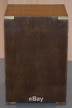 Paire De Vintage Bevan Entonnoir Burr Yew Bois Campagne Militaire Table D'appoint Tiroirs