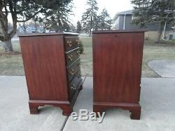 Paire Henkel Harris Style Chippendale Solide Wild Cherry Chevets