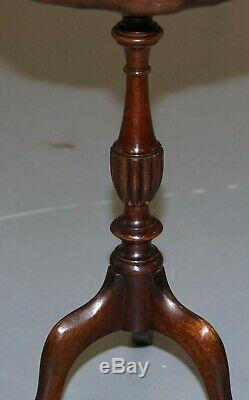 Petit Vintage Mahogany Trépied De La Lampe À Vin Fin Table Richement Tourné Colonne