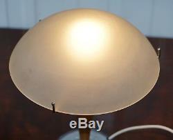 Rafraîchissez MID Siècle De Style Moderne Lampe De Table Avec Abat-jour Opalescent Chrome & Wood
