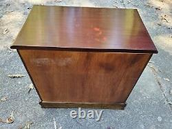 Ramassage Local Chippendale Bachelors Chest Of Drawers End Table Nightstand