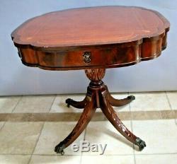 Rare Carte Vintage Table Fasciée Acajou Gaufrée Tiroir Pieds Sculptés En Cuir