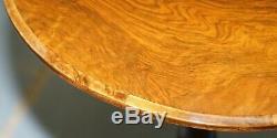 Rare Début Du 19ème Siècle Table Burr Walnut Trépied Côté Victorien Ornement Carving