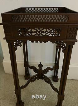Superbe Antique Acajou Chinois Chippendale Sculpté Table Stand Lazy 8 Carving