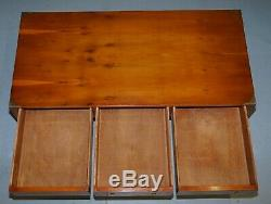 Superbe Burr Yew Harrods Kennedy Campagne Militaire Table Basse Trois Tiroirs