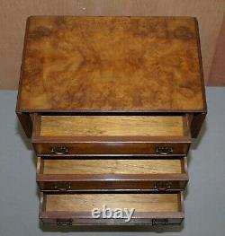 Superbe Noyer Vintage De Bavure Prolongeant La Poitrine De Table De Table De Vin D'extrémité De Lampe Des Tiroirs