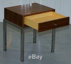 Superbe Paire De Tables De Chevet Contemporaines Avec Tiroir Unique En Teck Chromé