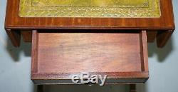 Superbe Petite Table D'appoint Avec Plateau Extensible En Cuir Vert À Relief Doré Vert