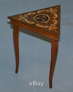 Superbe Vintage Reuge Triangle Musicale Side Table Marqueterie Marqueterie Ornement