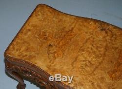 Superbe Vintage Ronce De Noyer Table Basse Avec Richement Cadre Sculpté Pieds Lion