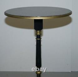 Table D'extrémité Latérale De Lampe Avec Les Armatures Noires Ébènes Et Le Détail De Bois Doré D'or