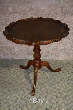 Table De Croûte De Tarte Aux Pieds Griffe En Acajou Sculptée Vintage
