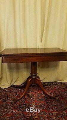 Table De Jeu Antique En Acajou Chippendale, Pieds En Griffe Et Boule