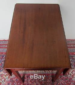 Table De Pembroke En Feuille D'acajou Sculptée Du Sud Du Xviiie Siècle Avec Motifs Chippendale Du Sud