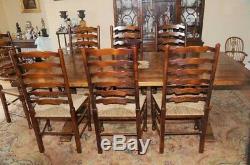 Table De Réfectoire Et Chaise À Dossier
