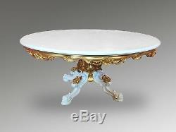 Table De Salle À Manger De Style Louis XVI Française De 5,6 Pi. De Long Comprenant Un Plateau En Verre
