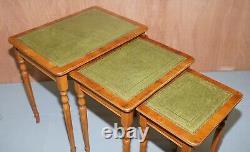 Tables Latérales Embossées En Cuir Vert Et Feuille D'or Nid Of Three Yew Wood