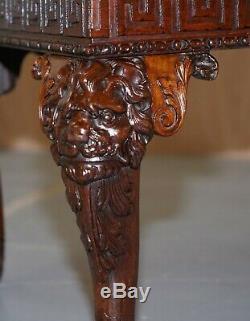 Tête De Lion Irlandais De Géorgie Sculptée Et Pieds De Patte Poilue Table Ornée Acajou Flammé