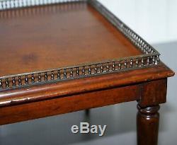Très Rare Victorienne En Acajou Table Basse Avec Laiton Galerie Après Rail Gillows