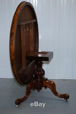 Victorienne Ronce De Noyer Tilt Haut. Loo Table Avec 3 Pieds Sculptés Vers 1860