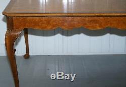 Vintage 1920 Ronce De Noyer 4 À 6 Personne Salle À Manger Élégante Table Jambes Cabriolet