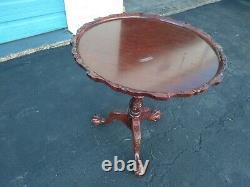 Vintage Chippendale Claw Jambe Acajou Tilt Top Table Ronde Piecrust Trépied