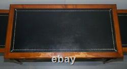 Vintage Fruitwood Leather Topped Extending Bureau De Plat Desk Table D'écriture